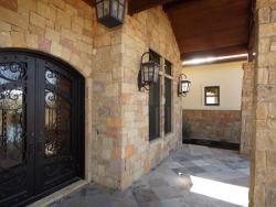 Exterior-luxury-home-4