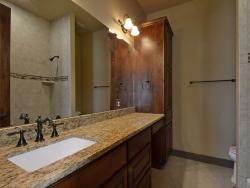 custom-bathroom-new-home-07